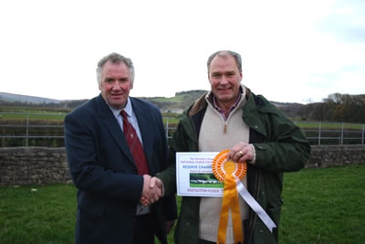 Mr Drew Cowan presenting Robert with the Reserve National Flock Competition Award